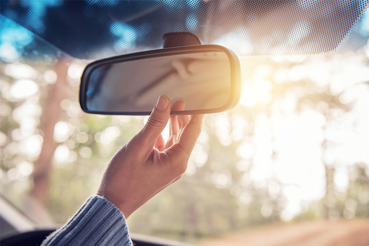 Rearview_Mirror_750X500.jpg